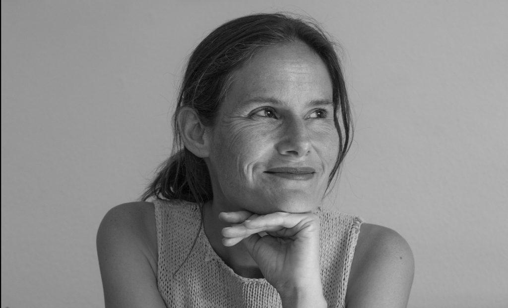 Marianne Künzle, Autorin von Uns Menschen in den Weg gestreut